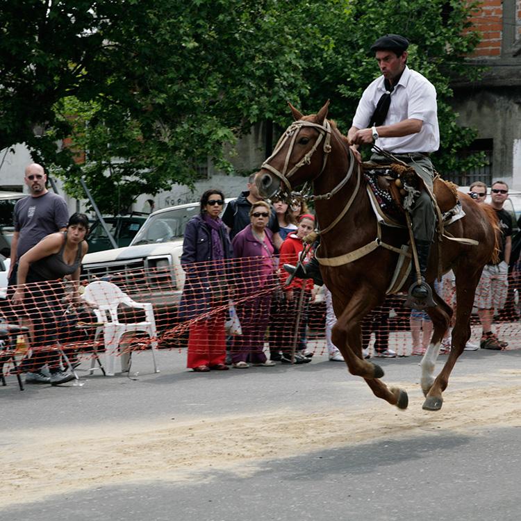 http://www.ellemmphotography.com/Images/Travel/Argentina/Mataderos_5487_A_web.jpg